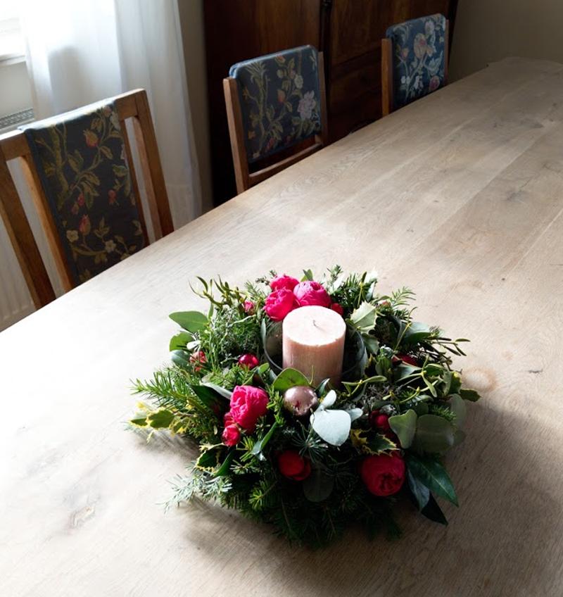 Adventní věnec z živých květin Ø 28 cm