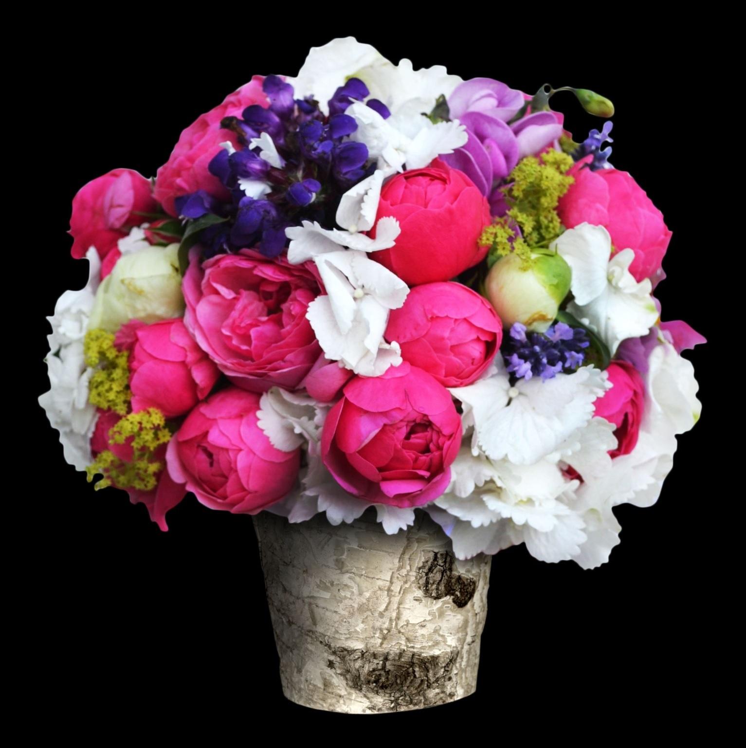 kulatá svatební kytice z hortenzií růží pomponek